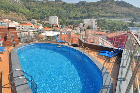 Penthouse with pool for 10 pax, 30m to beach (150) - Apartment