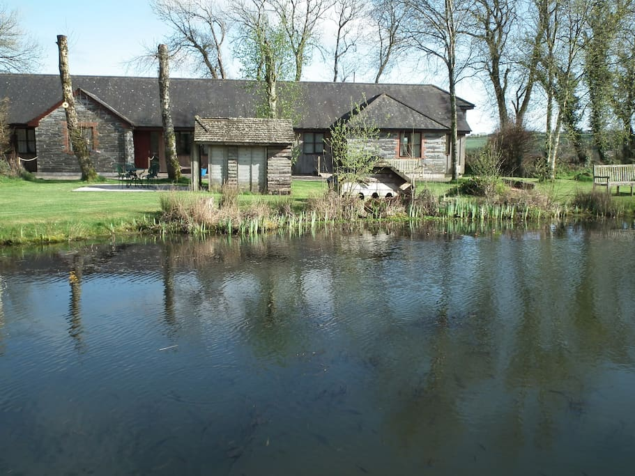 Ash cottage, lovely lakeside setting with free fishing