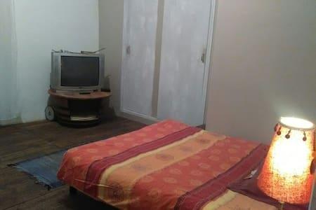 Chambre agréable dans joli village - Sainte-Colombe-sur-l'Hers