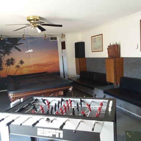 The Delano House - five bedrooms; indoor pool