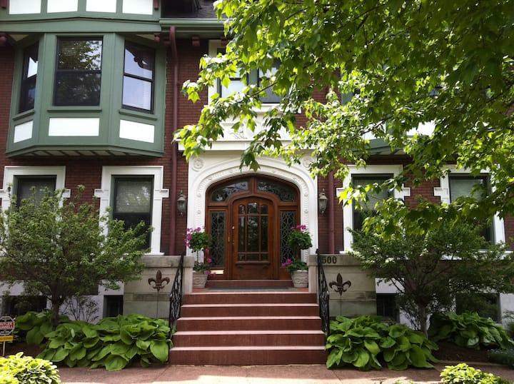Botanical Garden - Fleur-de-Lys Mansion