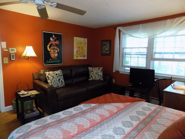 Beautiful, Spacious Studio 1 mile to the beach - Kennebunk - House