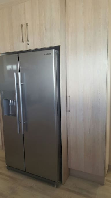 Kithchen large fridge/freezer/ ice maker & water dispenser