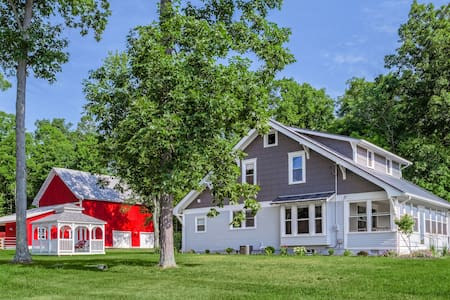 Extensively Renovated Farmhouse - Ashland