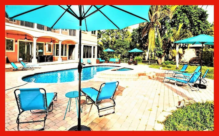 Spectacular Villa! 9BR with Pool and Jacuzzi!