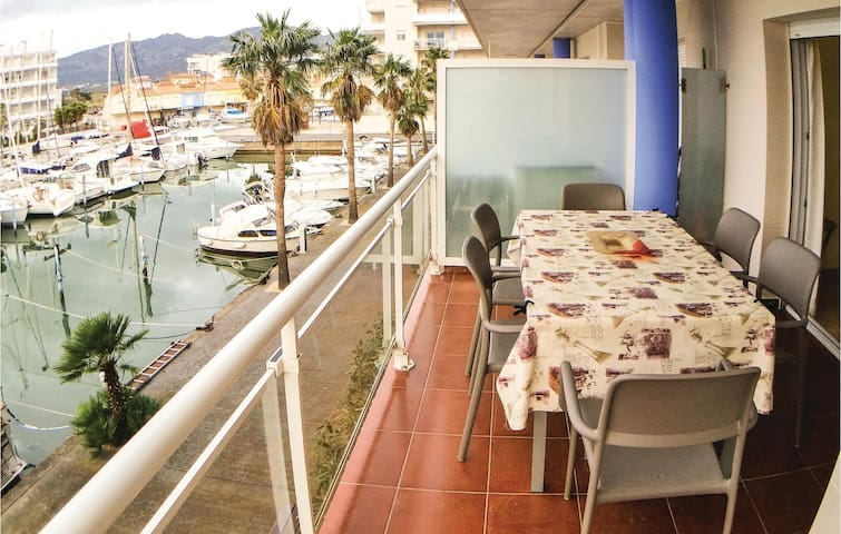 Holiday apartment with 2 bedrooms on 64m² in Roses
