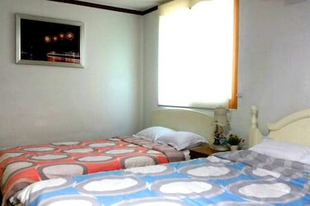 Lily House 404 (2~4인용 원룸)-광안리해변 5분 - Suyeong-gu - Bed & Breakfast