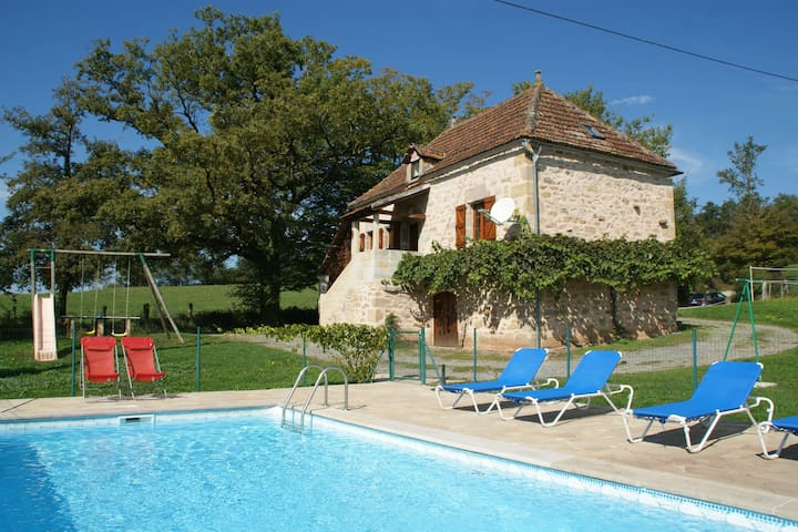 Lovely holiday home in stunning location, private pool and 6 mountain bikes
