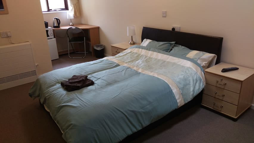 Newsome, modern fully ensuite room 18 Huddersfield - Huddersfield - Apartment