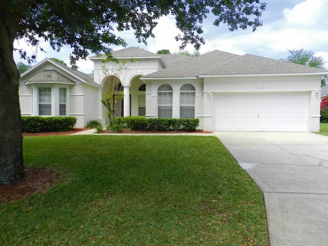 Southern Dunes 5/3.5 Pool Home property, fully furnished, with full kitchen, and all linens and towels. - HAINES CITY - Casa