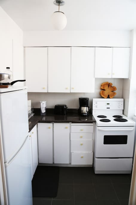 The kitchen is compact and very easy to work in; pots and pans, plates and utensils, coffee-maker and toasters.. all available!