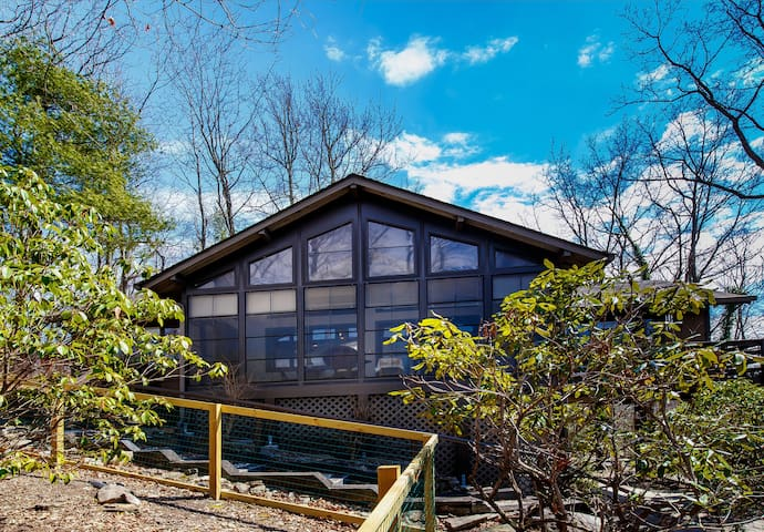 Haven in the mountains and woods: Newly Decorated - Brevard - Huis