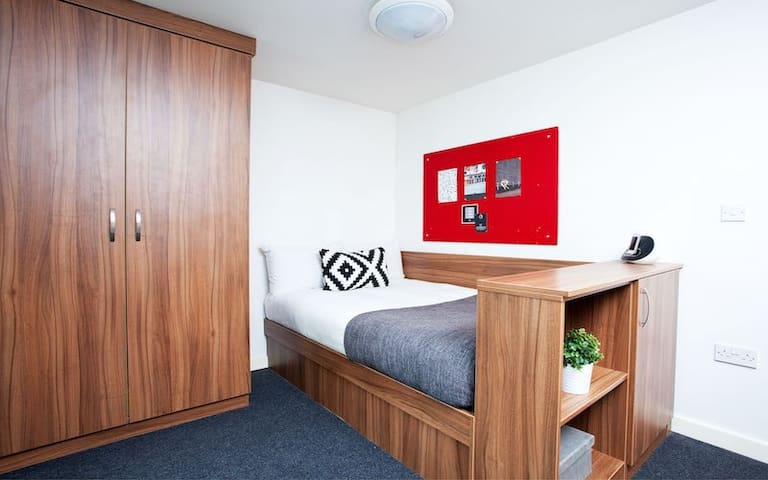 Modern Student-Only Studio by Angel High Street - Studio Single Bed