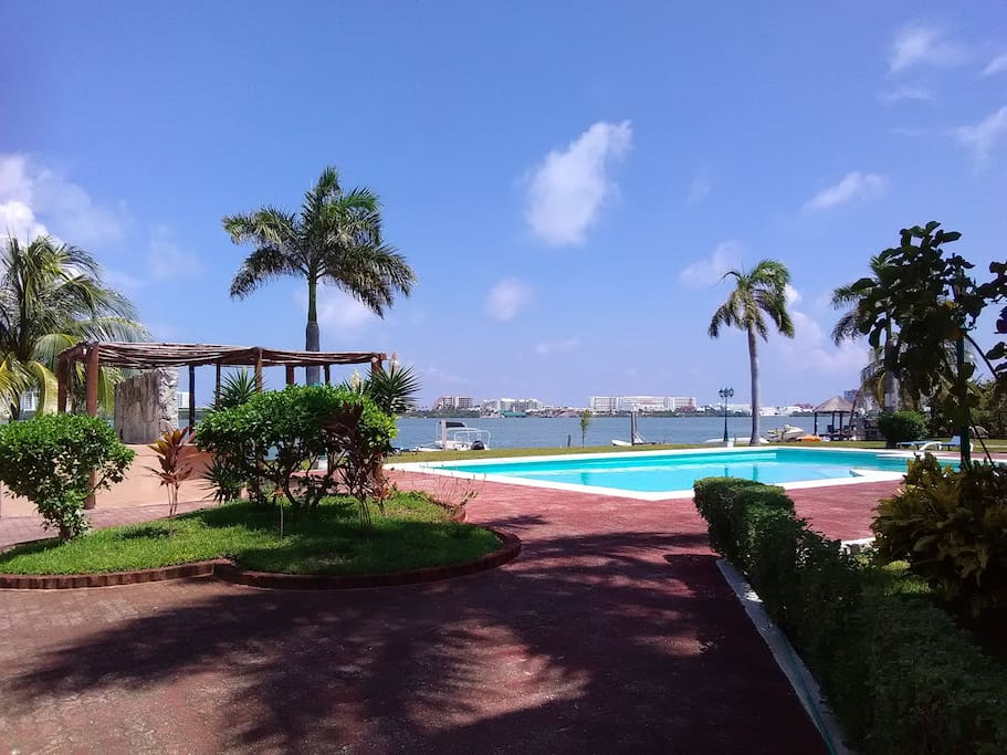 Swimming pool available to enjoy the hot days of Cancun