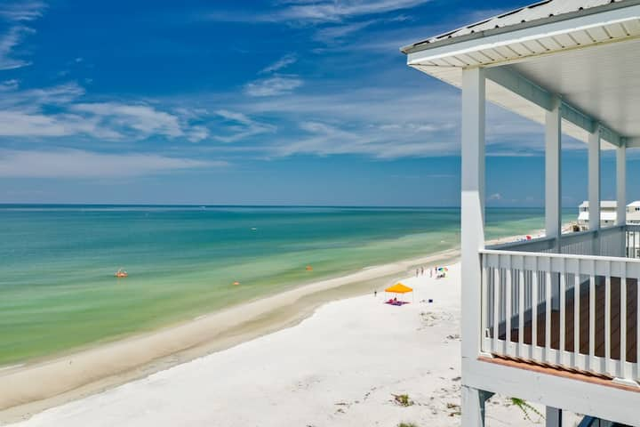 Serene Beachfront, Pet-friendly home with Spectacular views