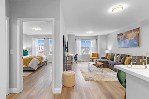 LuxuryApartment/ 5 mins from NY Train/Free Parking