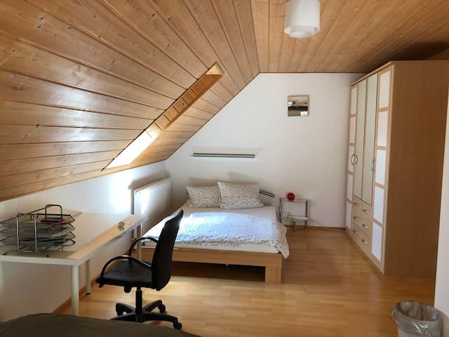 Schönes Zimmer mit Bad am Goldachpark 1