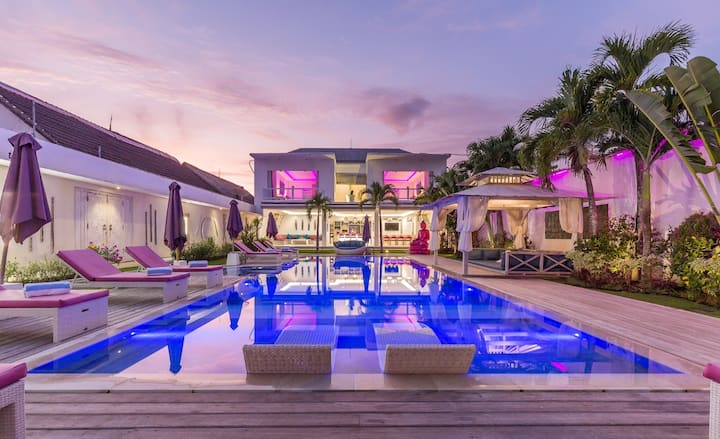 LUXURY HUGE 8 BDR VILLA, 2 INFINITY POOLS PARADISE