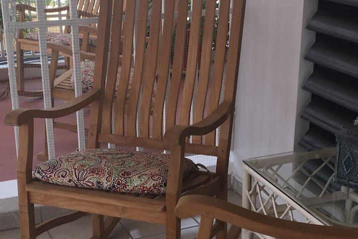 Casa La Mecedora - The rocking chair house