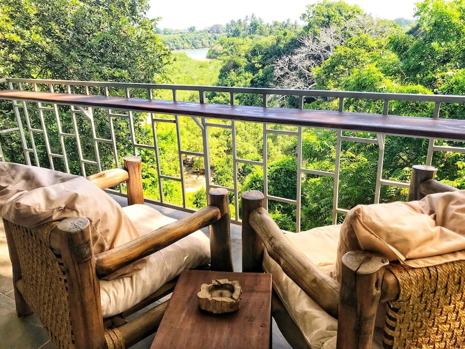 Private Balcony. Stare into the distance taking in mother nature at her finest, listen to the sound of the wind, read, relax or enjoy a sun downer.