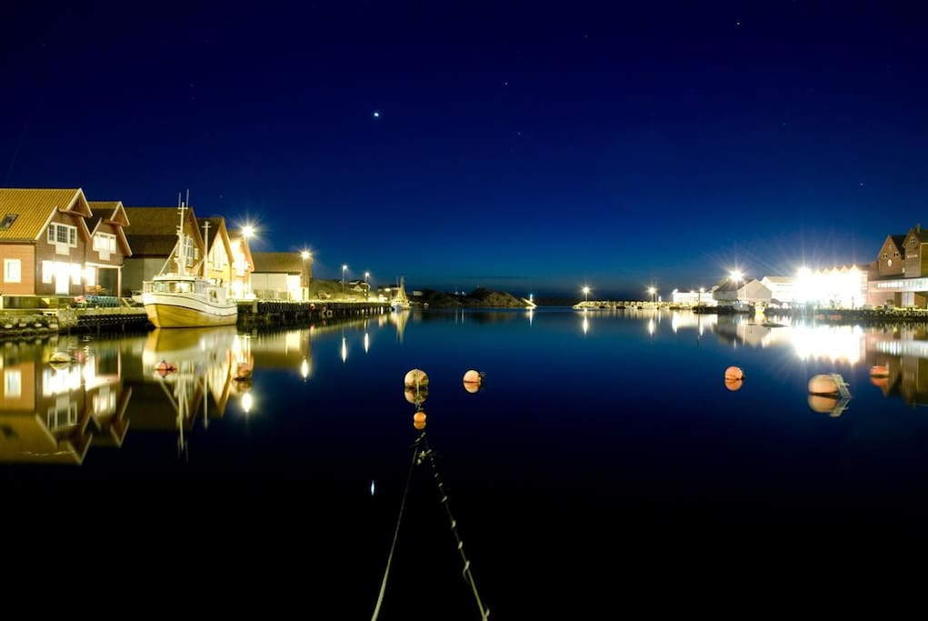 Sirevåg Harbour at night