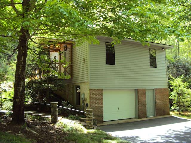 Bobcat Falls Cottage - Pisgah Forest