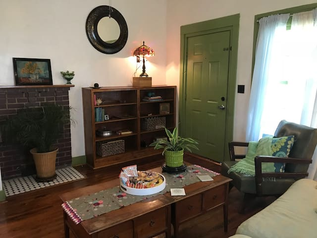 Athens Bungalow - Walk Downtown! (Entire Home)