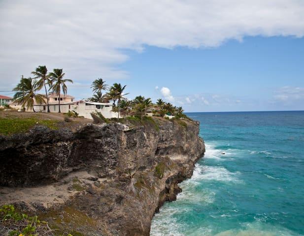 Cliff Edge Villa overlooking the Atlantic Ocean