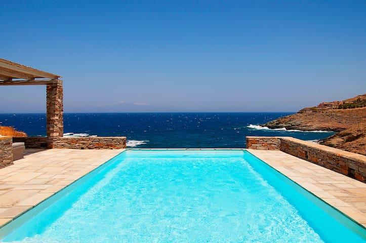 Villa Maïstros sur l'eau!