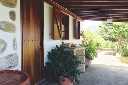 "Folk House ""Casa Los Hinojales"" - Dom"