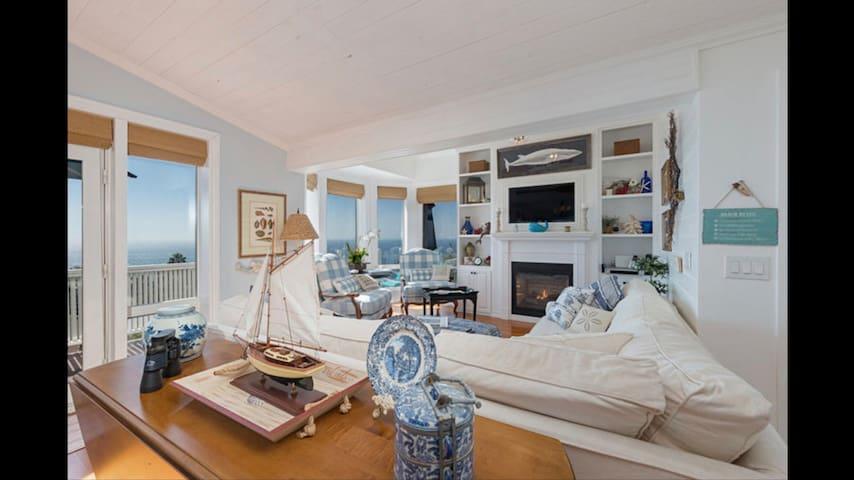 Luxury Cliff Top Vacation Home overlooking Pacifc