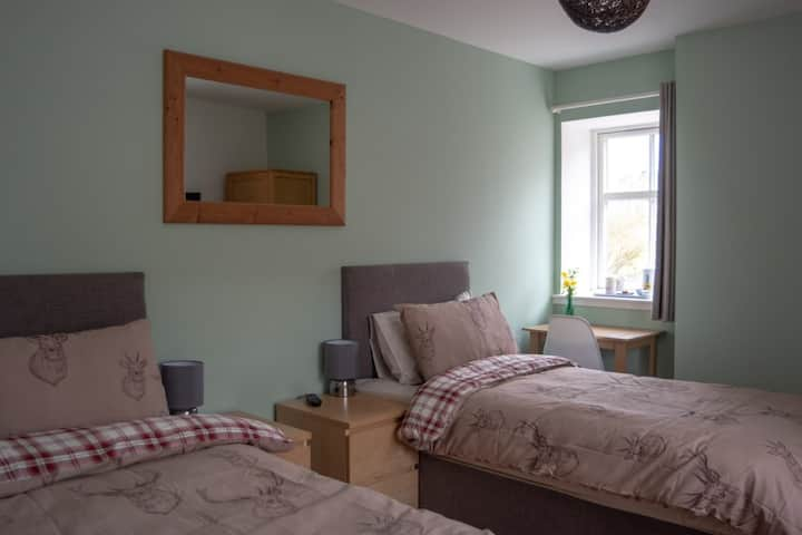 Twin/Double En-suite B&B room in converted barn