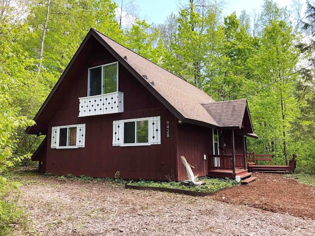 Peaceful Chalet/ Great Base to Explore Northern MI
