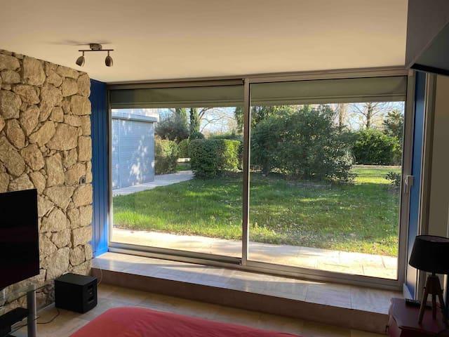 Chambre confortable dans villa avec parc / piscine