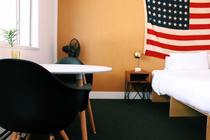 King Room at the Amigo Motor Lodge