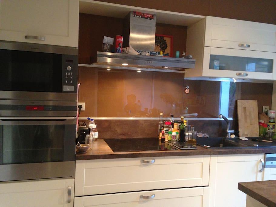 cuisine aménagée à disposition