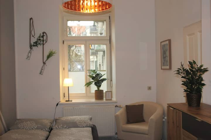 cosy double-bedroom and private bathroom/near city