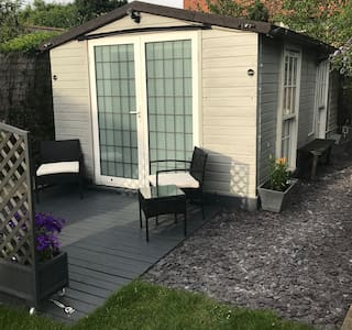 Cosy Chalet accommodation in Bourne End, Bucks