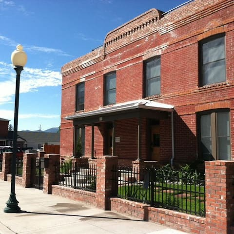 Park Place: Rooftop Deck, Hot Tub, Downtown Salida!