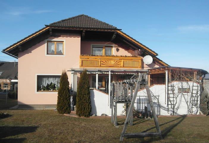 Privatzimmer Fam. Petzl - Zimmer 3 - Zeltweg - Haus