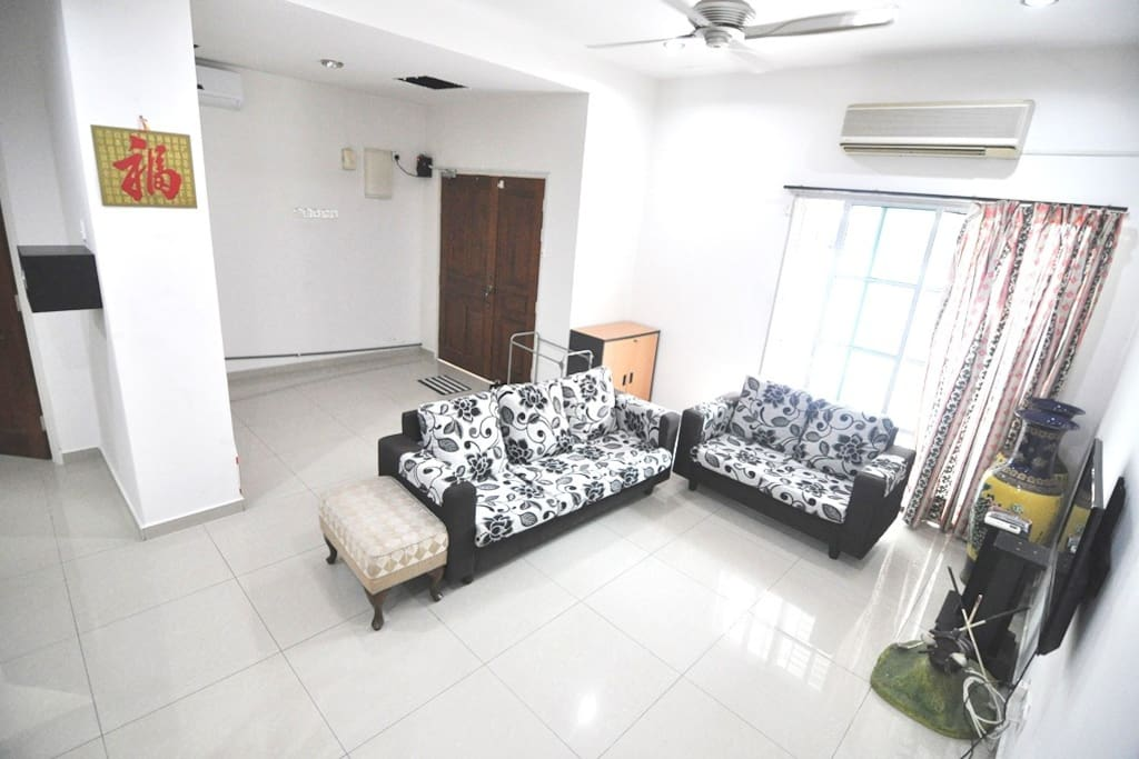 """Spacious living hall with sofa, 32"""" LED TV with ASTRO NJOI, coffee table, Free WIFI. 2 horse power Aircond"""