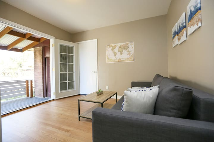 Sunny Guest Suite Minutes to Beautiful Alki Beach!