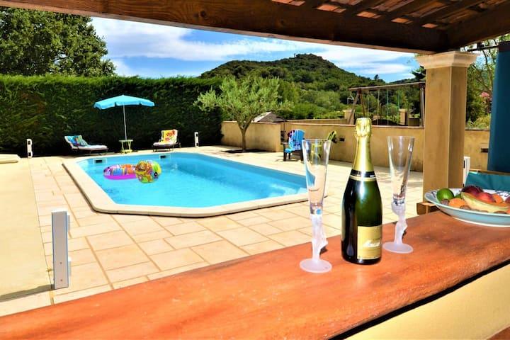 Villa de 3 chambres à Saint-Alexandre, avec magnifique vue sur la montagne, piscine privée, jardin clos
