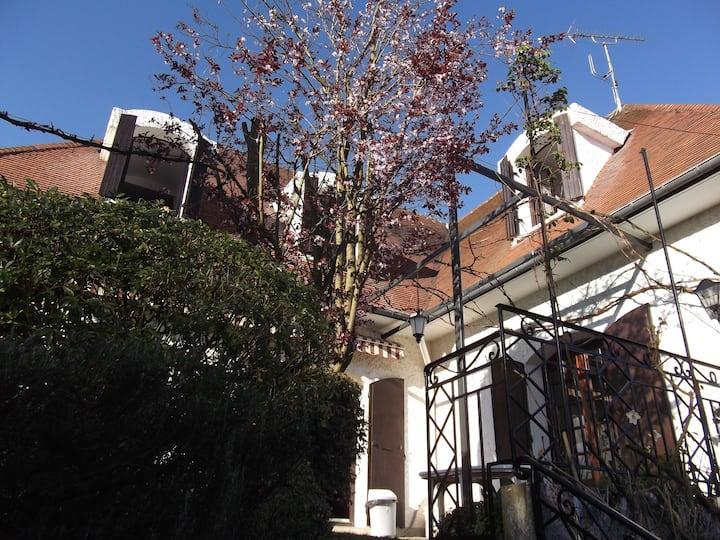 Belle maison avec jardin arboré de 800M2 à Orsay