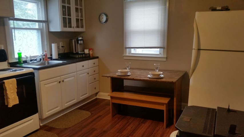 Very quiet Apart 1 bdrm. with W/D - Essex - House