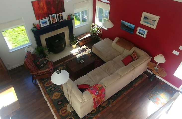Bright James Bay Townhome with a Patio!