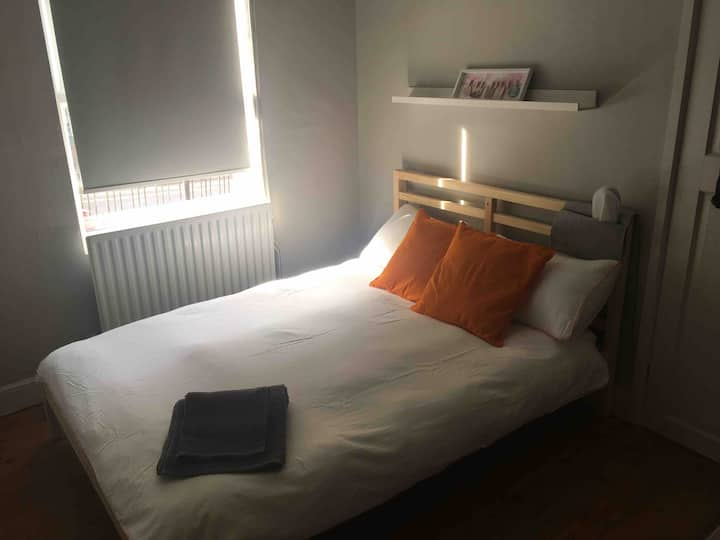 Private room-Close to city Centre