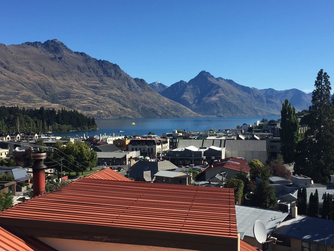 Situated in the heart of Queenstown, enjoy elevated views over the town and up Lake Wakatipu