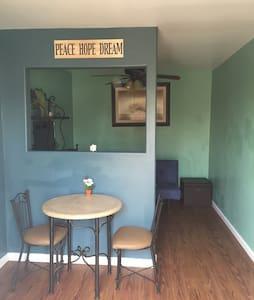 Simple & Cozy Studio near DTLA - Los Angeles - Apartment