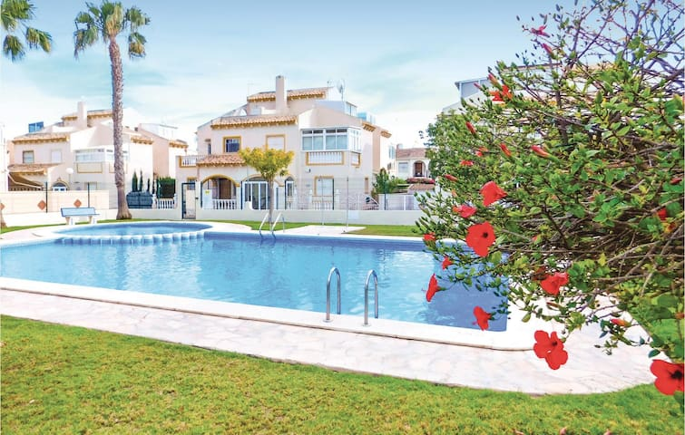 Terraced house with 4 bedrooms on 80 m² in Orihuela Costa